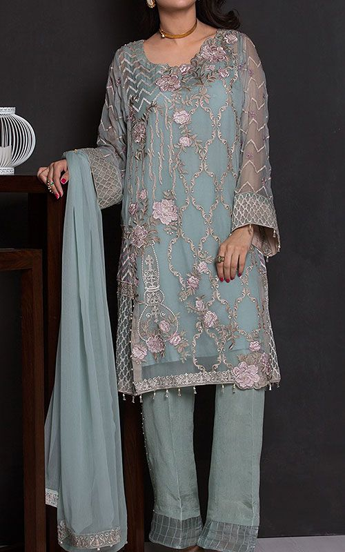 Chiffon clothes in Pakistan